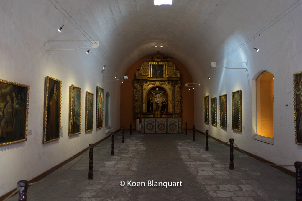 The old dormitory of the convent is now a hall where the art is displayed.