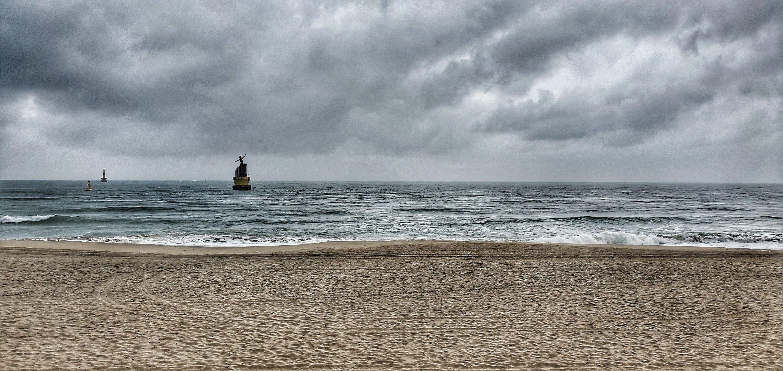 The beach in Haeundae (Busan) on a clouded day.