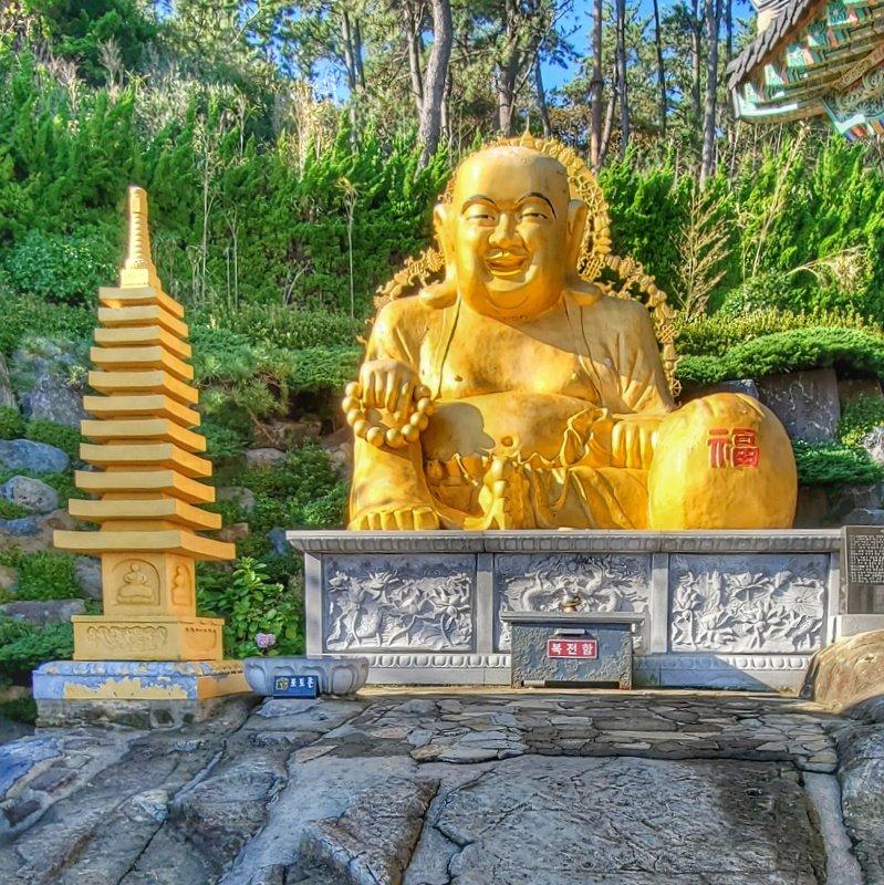 Buddha Statue in Haedong Yonggungsa temple complex