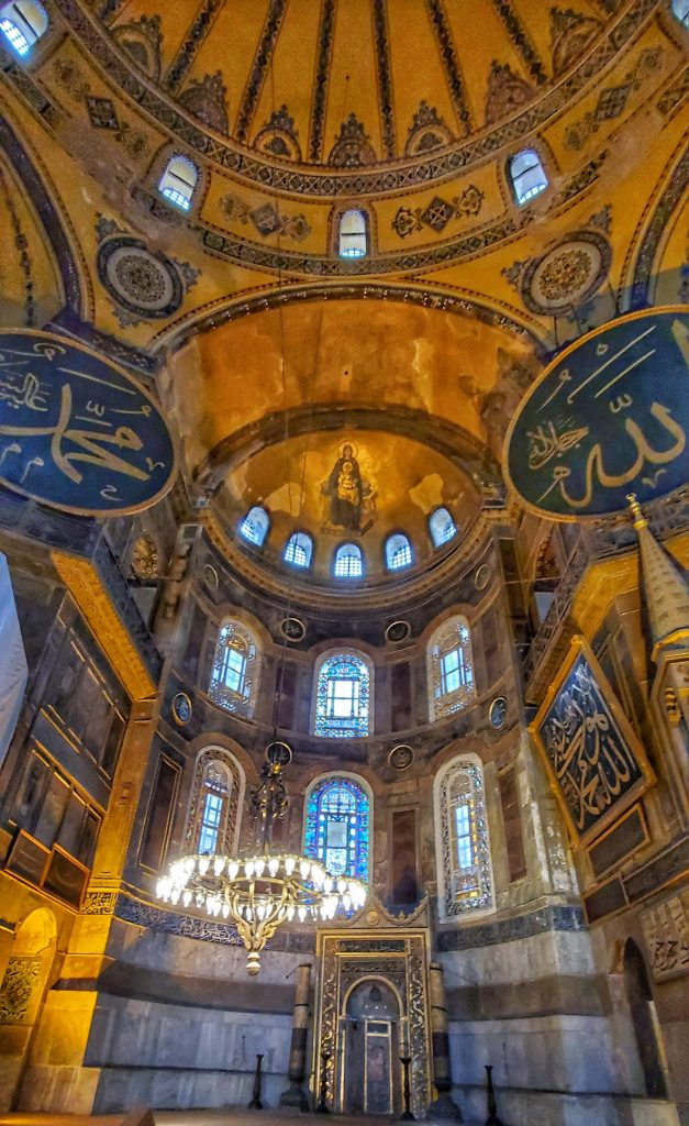 The inside of the Hagia Sophia shows the catholic and Islam symbols side by side