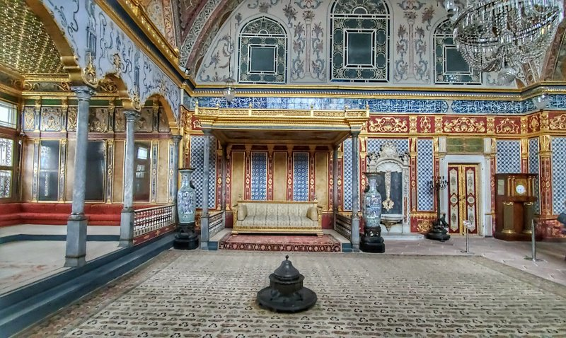 Salon of the Sultan in the Harem of the Topkapi Palace